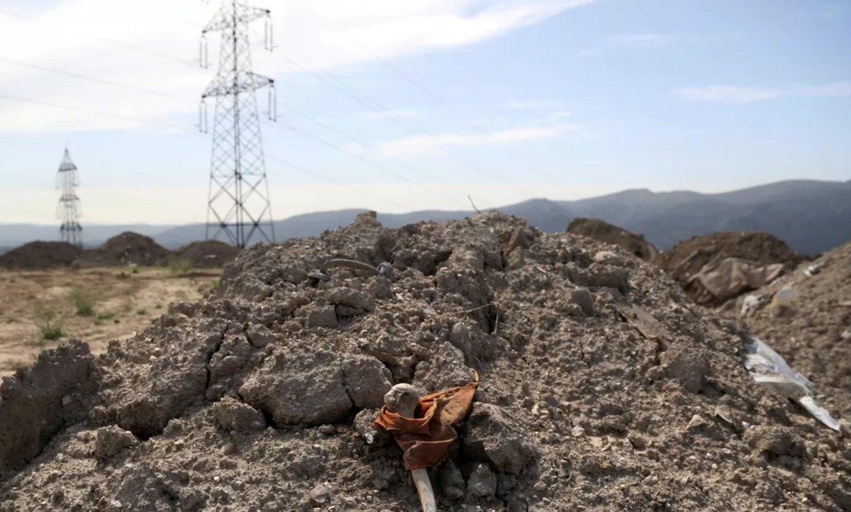 🇫🇷 Ossements humains jetés dans la nature à Marseille : un conducteur de benne livre un témoignage accablant Il raconte comment la terre prélevée dans les cimetières marseillais est déversée sans être triée (La Provence) https://t.co/Caw7IAf8S8