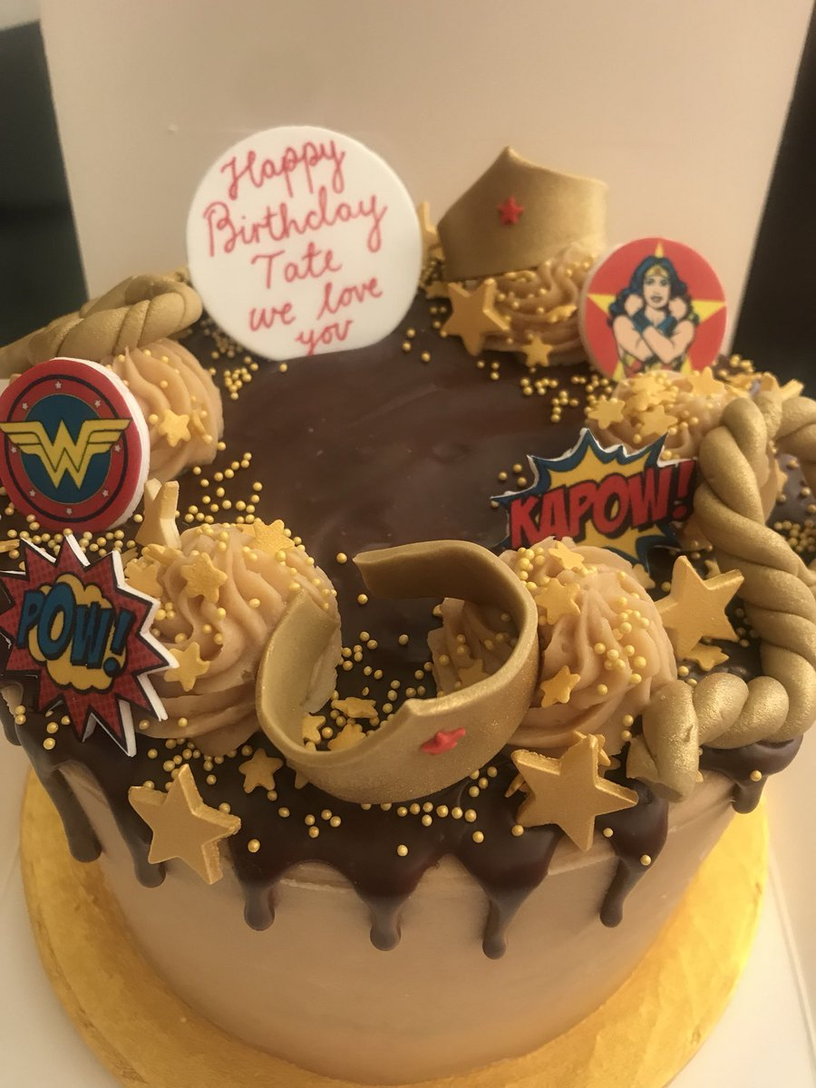 This cake!!!!!!!! Unbelievable 😋 #wonderwoman #tatesbirthday @afternooncrumbs #ididntwanttoshare