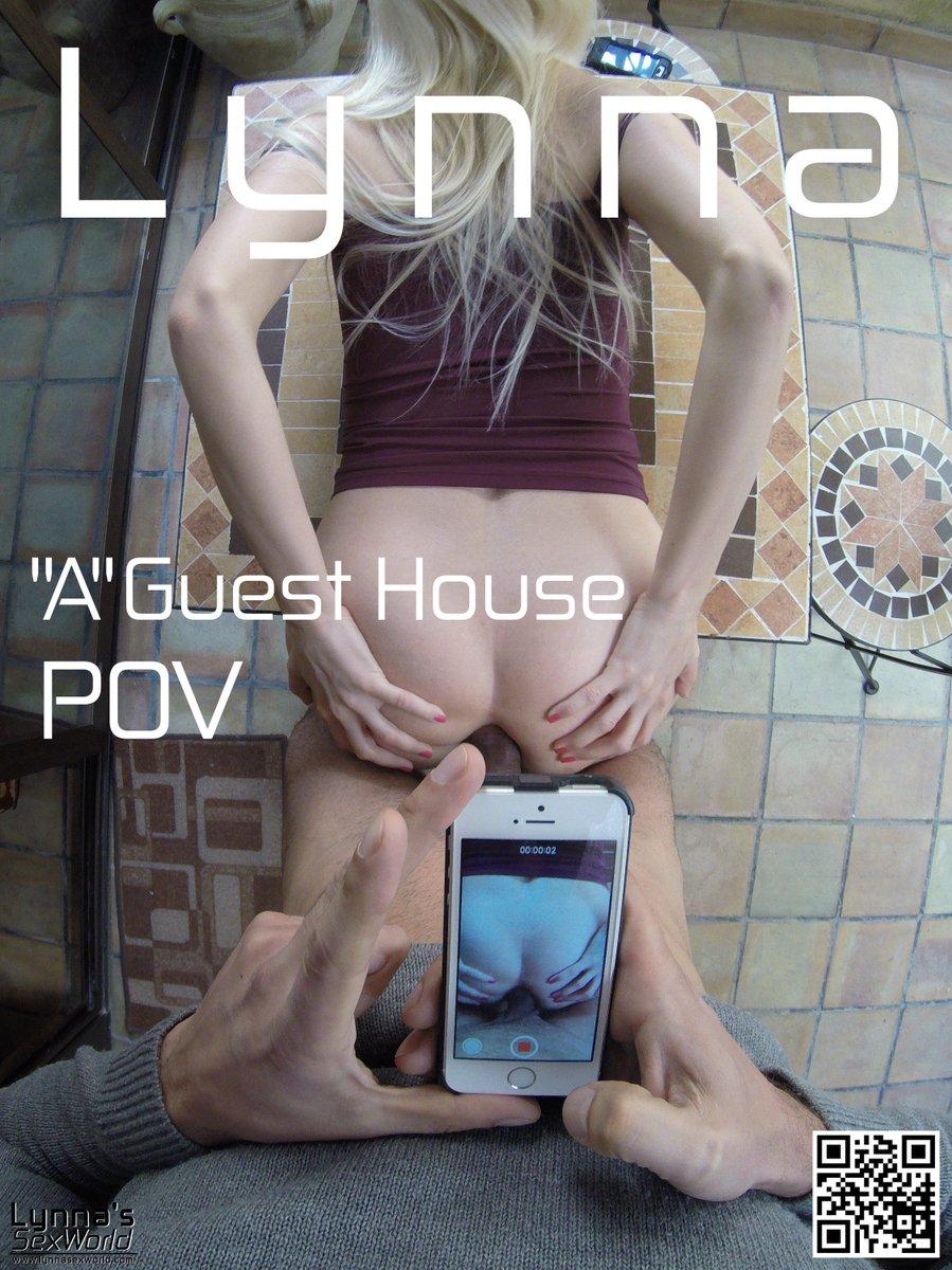 Девушки сосут член у мужика дома - порно видео