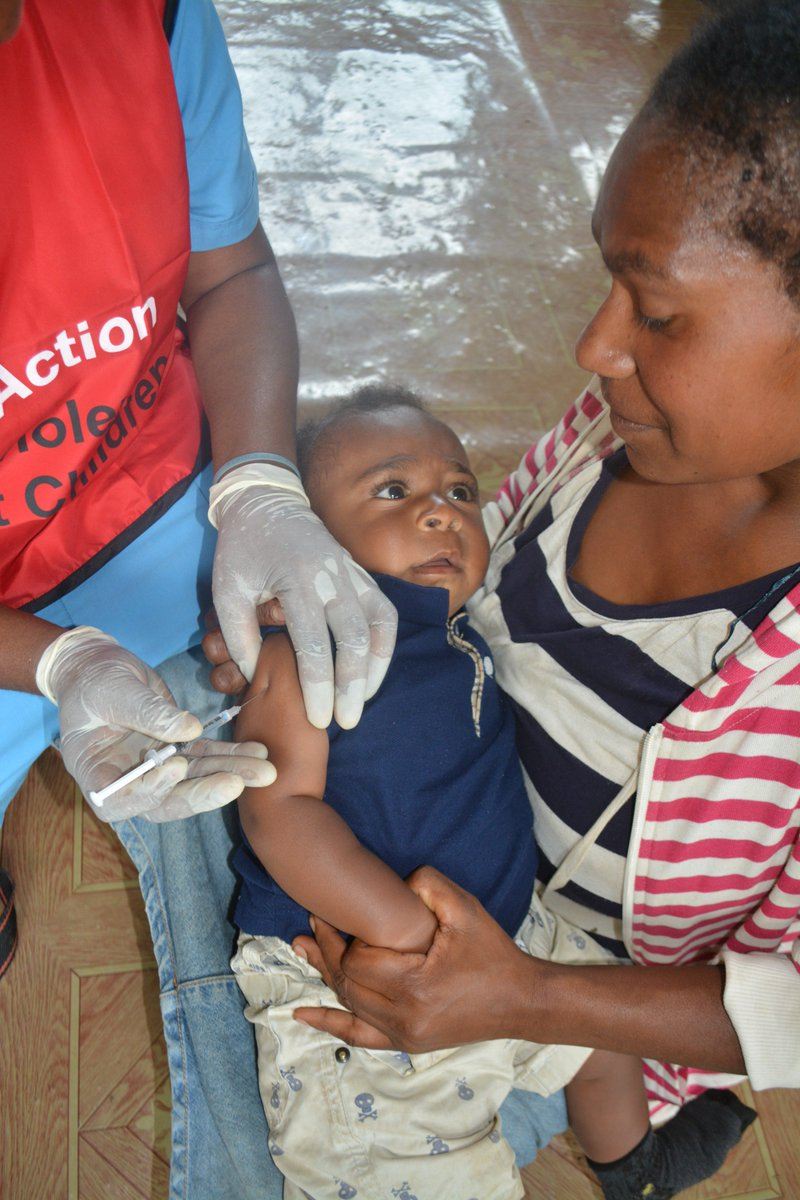 49,500 children under 5 in Southern Highlands Province will be immunized against measles & rubella in a child health campaign that the Government launched today with #UNICEF & #WHO support. Some 100,000 women of child bearing age (15-49) will also be immunized against tetanus.