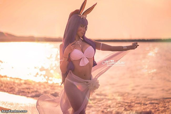 Sexy Fandom: Nitocris Cosplay Busting Out For Some...