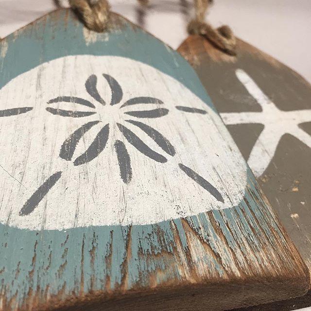 Each piece of wood has its own beauty  - #starfish #sanddollar #beach #beachdecor #beachhouse #coastaldecor #coastalliving #wood #woodgrain #woodworking #homedecor #madeinmaine #maine #newengland #capecod #nantucket #marthasvineyard #etsy #handcrafted #weatheredwood #distre…pic.twitter.com/0mpoDSiekC