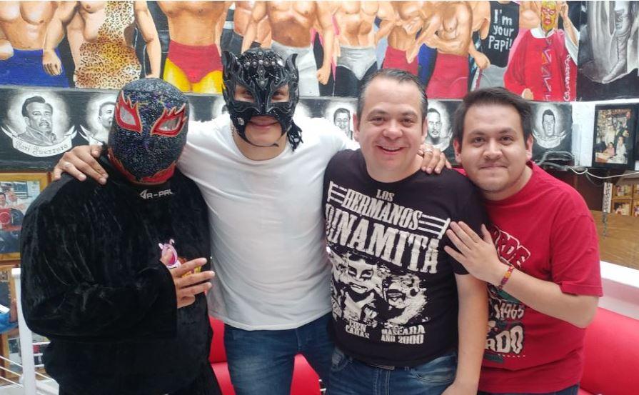 +Lucha con Rey Fénix, en Taquería Chabelo (Mayo de 2018) @ReyFenixMx  @PENTAELZEROM  @TheCrashLuchas  @IMPACTWRESTLING  @Elreynetwork   youtu.be/cRtg2fqKRi4