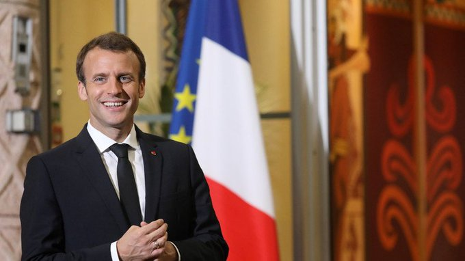 Macron DcnSkG6WAAA1Vdf?format=jpg&name=small