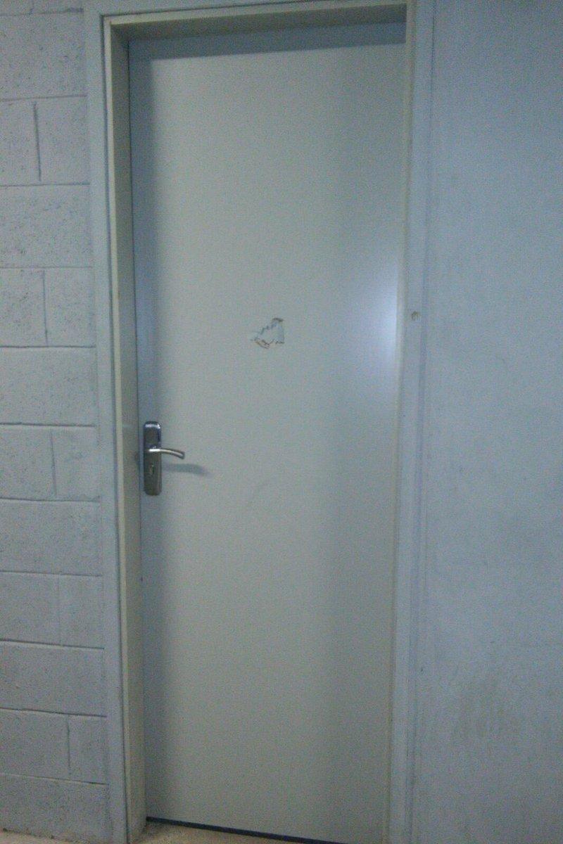 El puñetazo en la puerta