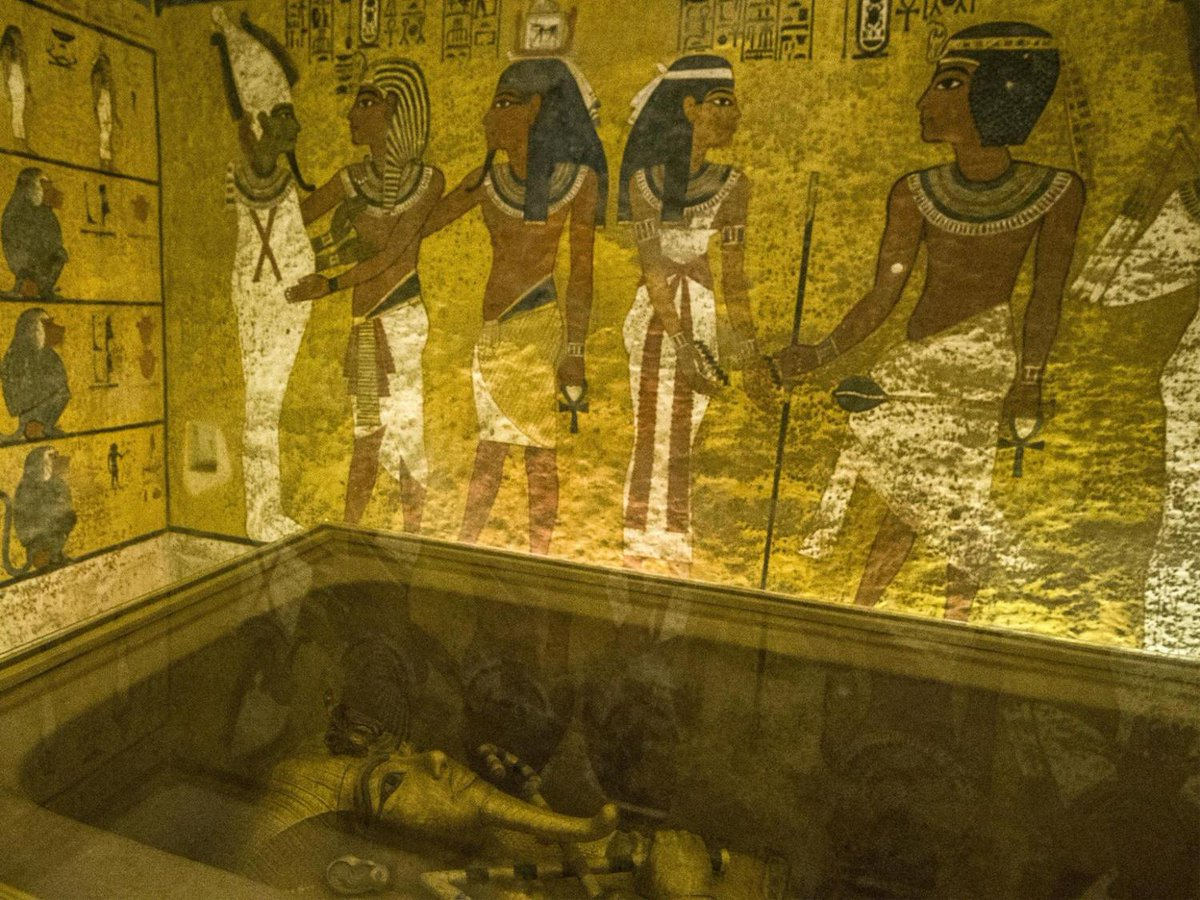 the excavation and discovery of tutankhamuns tomb The unearthing of tutankhamun's tomb in the valley of the kings is probably one of the most important events in archaeology carter stopped the excavation and immediately called lord carnarvon to come he arrived on november 29, the tomb was then opened.