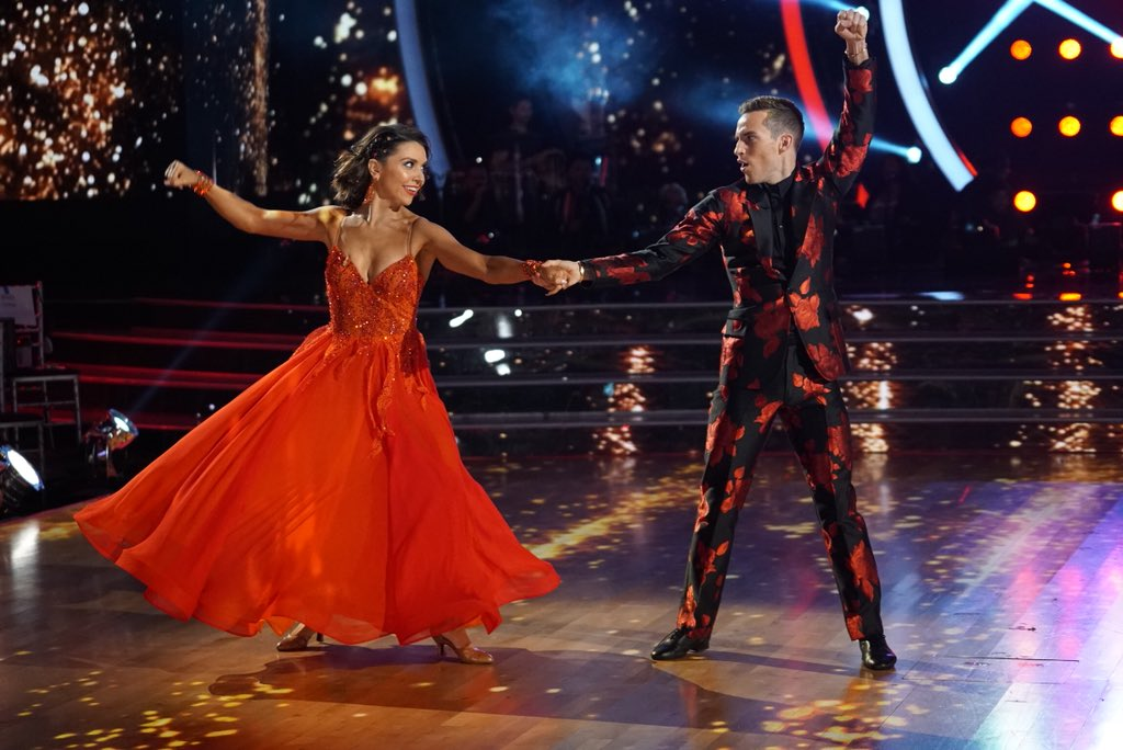 Dancing with the Stars / Танцы Со Звездами (США) - Страница 2 Dco0yZ0UwAE2H9U