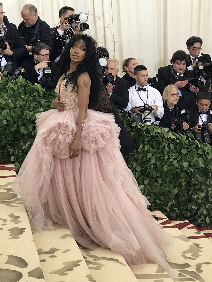 Dressed as the epitome of #MetHeavenlyBodies, @sza has arrived to the #MetGala carpet. #SZA