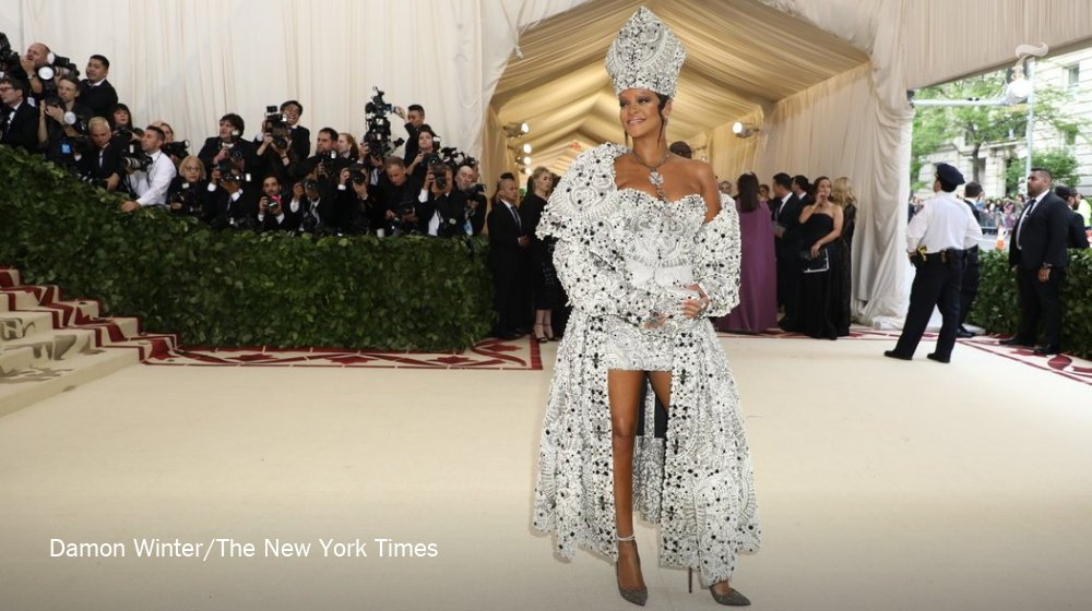 Rihanna, one of the night's hosts, has arrived at the Met Gala https://t.co/VFdE8YiJYv https://t.co/AvPUM5ms6X