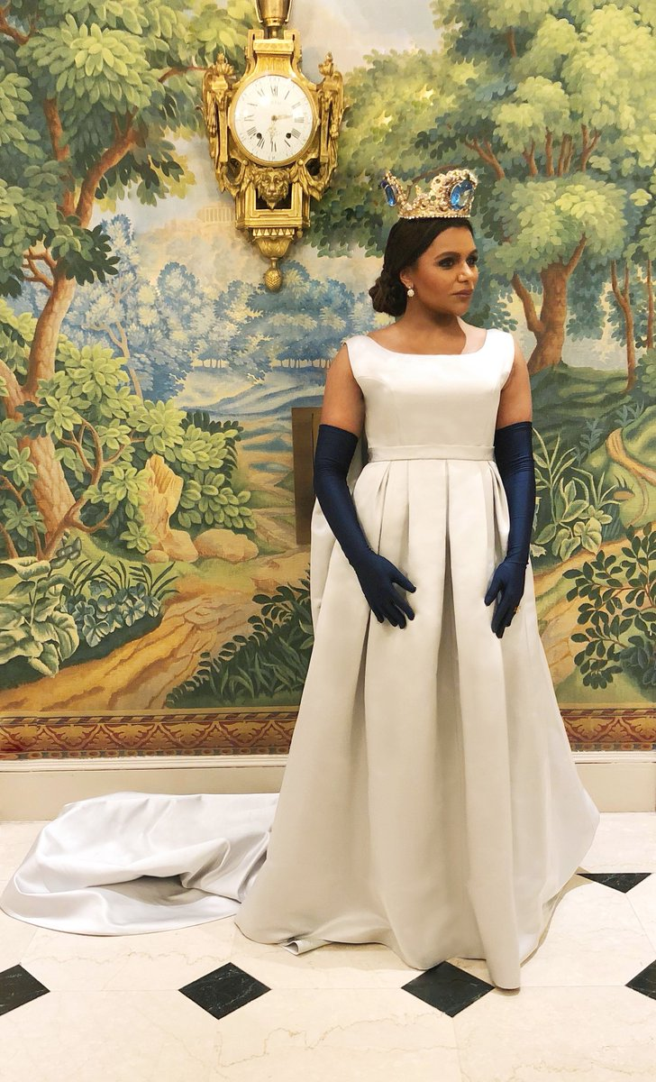 Mindy Kaling On Twitter You Can Be The King But Watch The Queen Conquer Metgala2018 Styled By Cristinaehrlich Makeup Janicekinjo Hair Marcmena Dress Vzoulias Crown Pkondylatos Shoes Giuseppezanotti Metgala Https T Co Infp4lofwn