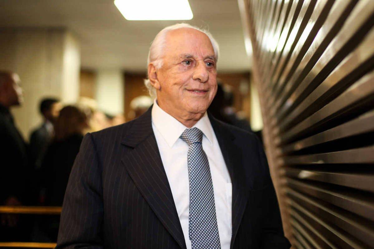PF diz que amigo de Temer recebeu R$ 1 milhão da Odebrecht em duas parcelas Inquérito apura se Temer e aliados negociaram R$ 10 mi em doações ilícitas de campanha para integrantes do MDB https://t.co/bMka7yreaO