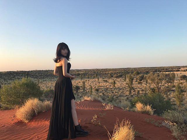 黒ドレスの有村架純