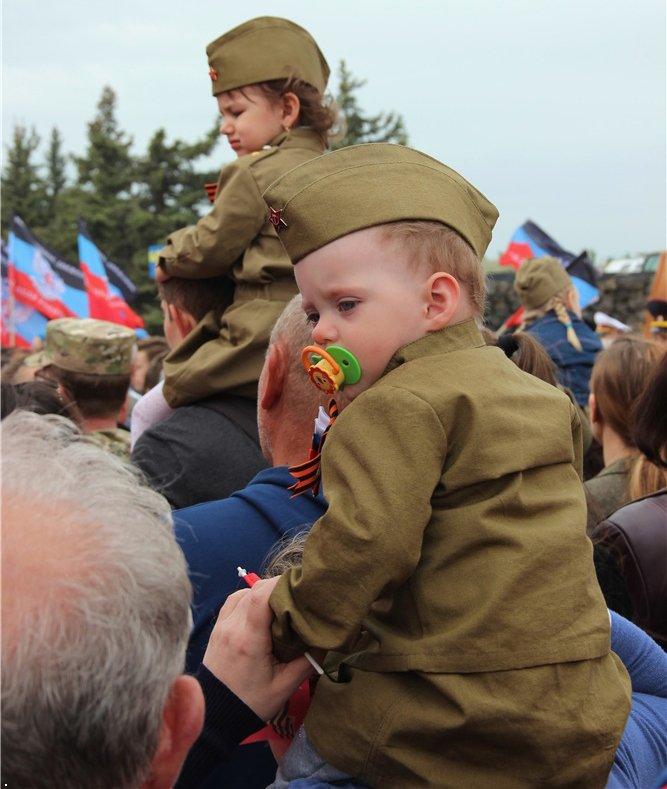 Путлерюгенд: маленькі діти марширують в Іванові у строю, у військовій формі і з радянськими піснями - Цензор.НЕТ 4442
