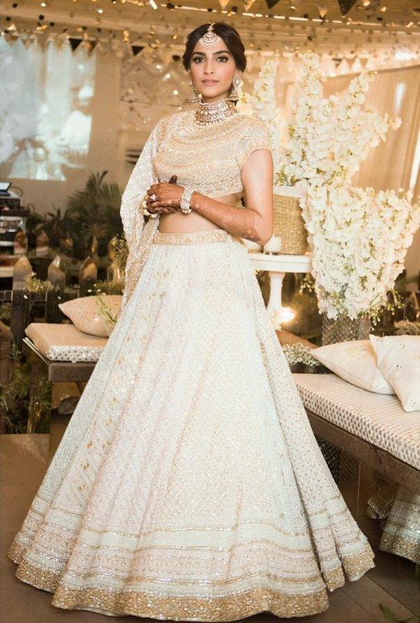 The Met was cool and all but nothing beats the look of a Traditional Indian Bride.  Stunner #SangeetGoals #SonamAnandWedding #TraditionalIndianBride #SonamKiShaadi #ShaadiMubarakpic.twitter.com/uNEdL77VNa