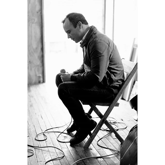 Outtake from last year's MAGNET cover shoot of #SamuelTHerring o f@futureislands (@4AD_Official) by @genesmirnov. Read our cover interview by @AndySamberg (@thelonelyisland):