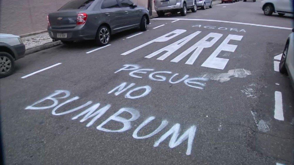 Sinalização de 'pare' vira letra do 'É o Tchan' em pichação no Ceará https://t.co/5nrTW4B8Ka #G1