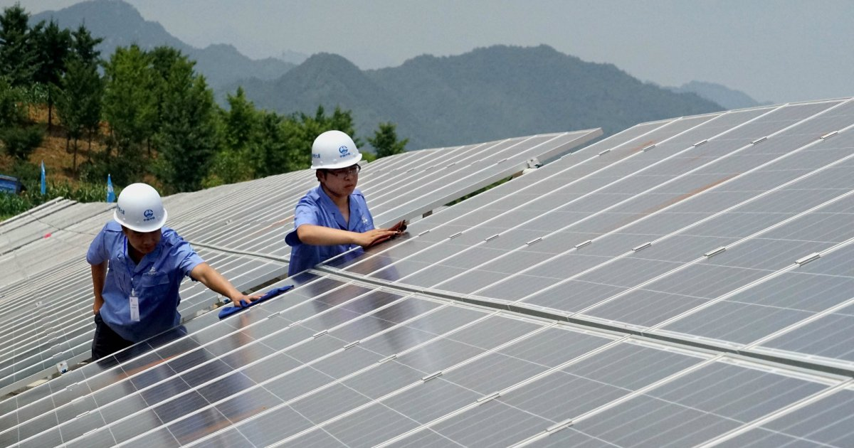 Report: China now has 9 times as many solar jobs as the US https://t.co/hhs2LI1a6o https://t.co/Te74Gdt9AX
