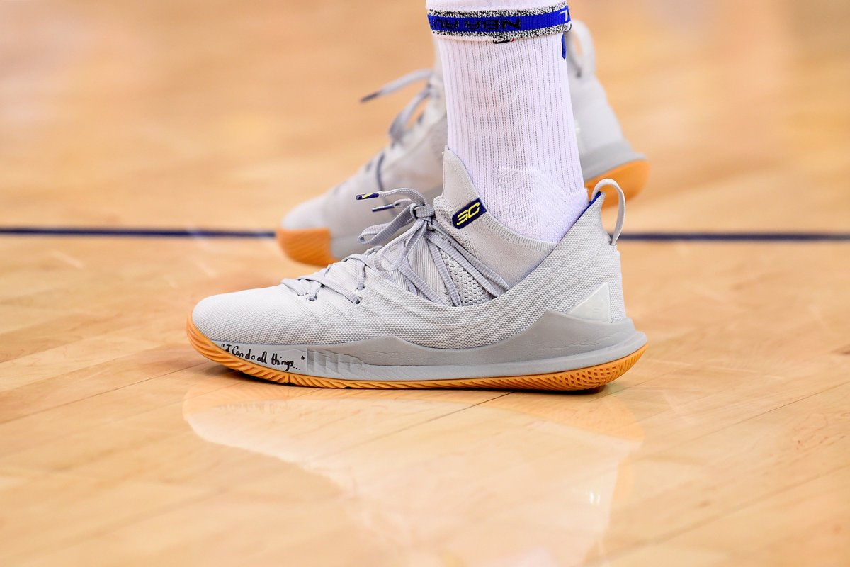 fa7f965920f StephenCurry30 warms up in a new Under Armour Curry 5 colorway ...