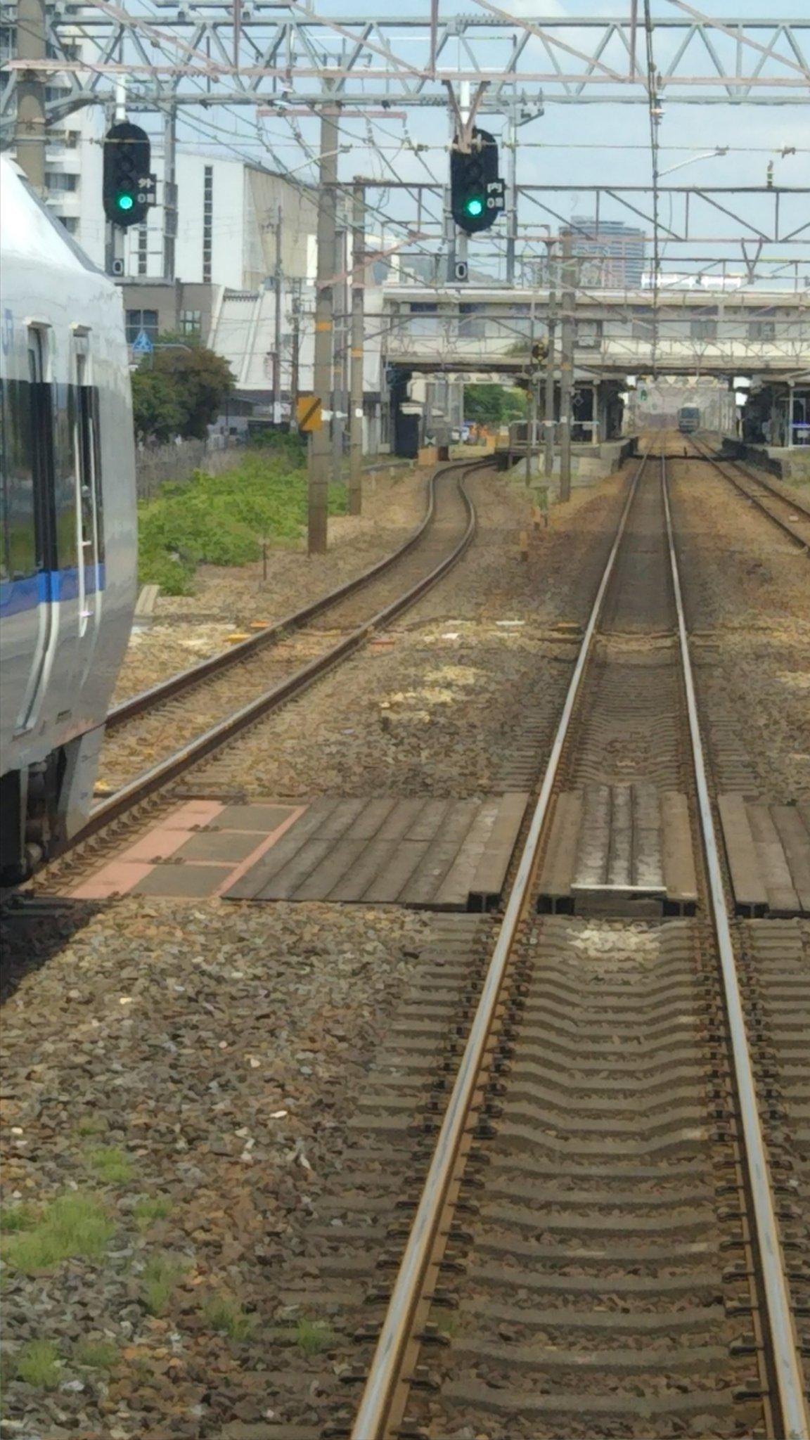 画像,茨木駅付近で緊急停車させる信号を発報とのこと。 https://t.co/drSHt20mCf。