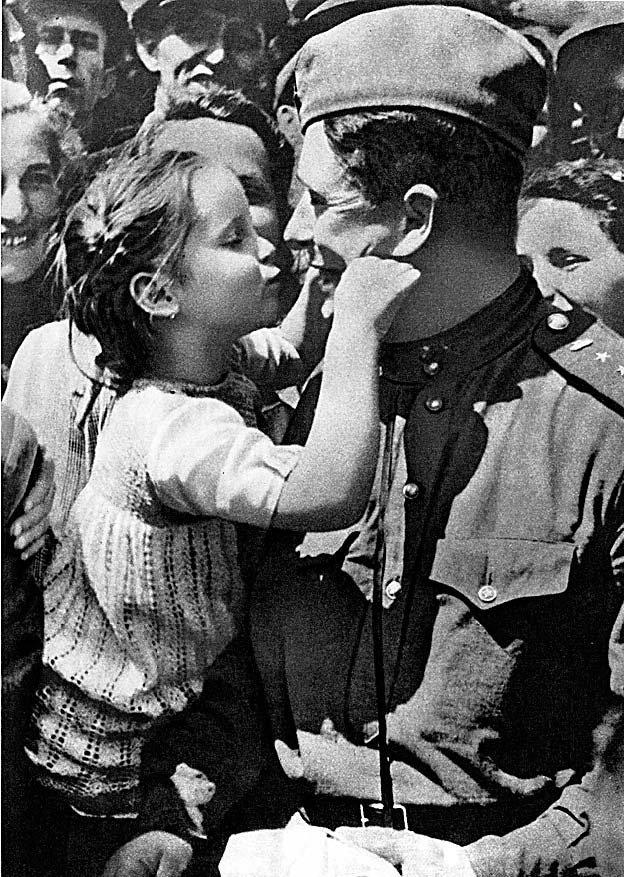 Картинки с солдатами к 9 мая, любимой маме
