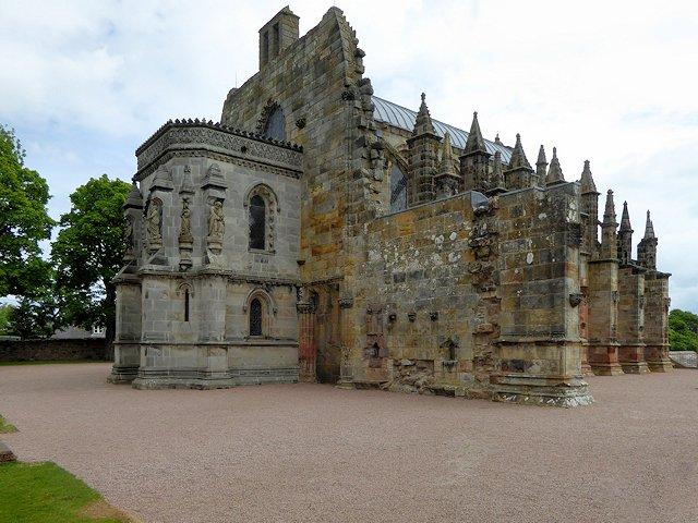 """Visitate Roslin in Scozia (e la chiesa del Codice Da Vinci): Anche se non avete mai letto il libro """"Il Codice Da Vinci"""" di Dan Brown, vale sempre la pena visitare Rosslyn in Scozia che si trova a circa 10 km da Edimburgo. Da notare che un tempo si… https://t.co/OAfHrdPWuz"""