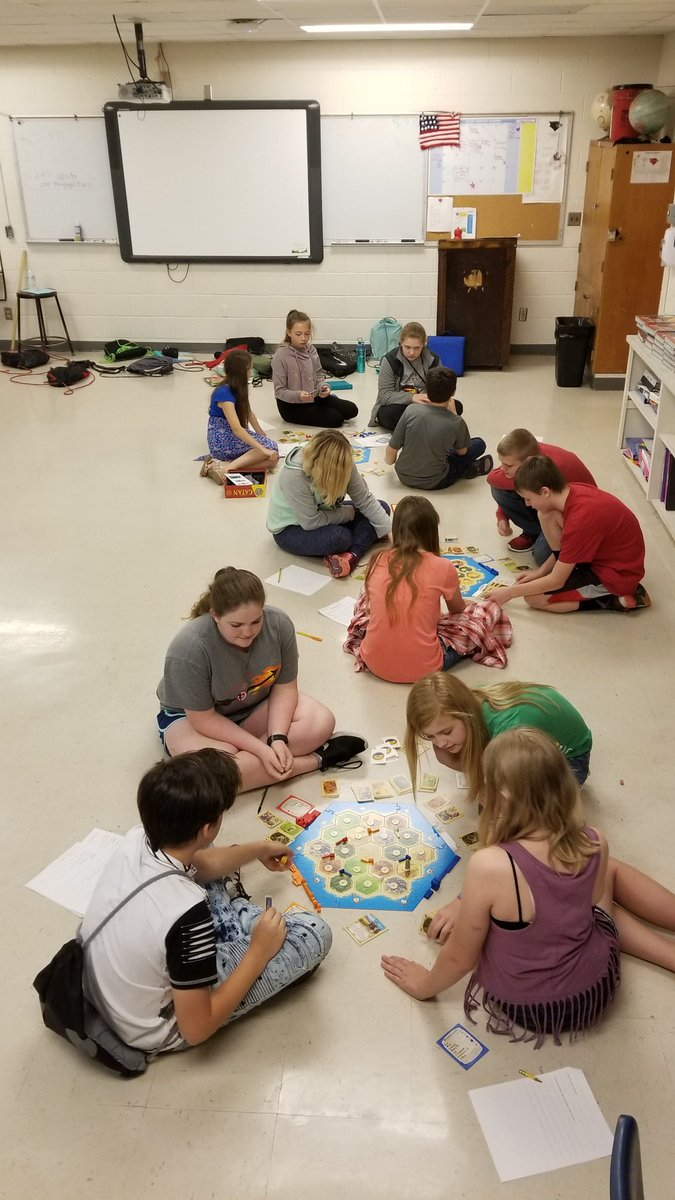 24 students playing #catan