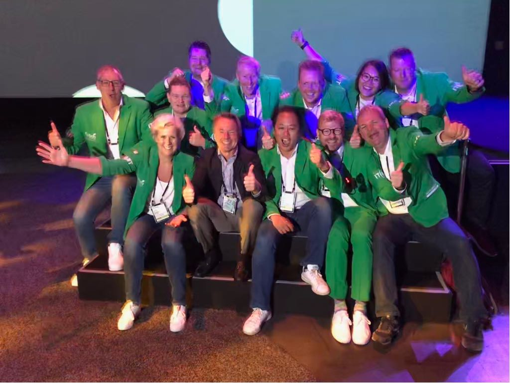 test Twitter Media - Our 'green team' with #ServiceNow founder Fred Luddy! Tag us in real life if you also want a photo with our 'green team'! #Knowledge18 #it4itjackets #it4it #greenjackets https://t.co/KllhMXDIKV