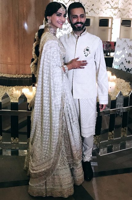 congratulations to my favorite couple @sonamakapoor and @anandahuja. I wish you guys a very happy married life. #VeereDiWedding #SonamKiShaadi #celebritiesatsonamwedding #SonamKapoor #sonamandanand #blogpost #meralookvook http://bit.ly/2G3387u