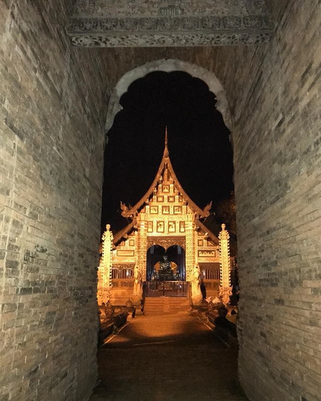 Taking a walk at night around Chiang Mai old city, not a bad idea how to explore the city. Do you like to explore the city at night? #Chiangmai #thailand #travelwithnest . . . . . #chiangmaitrip #chiangmaitemple #watlokmolee #buddhism #travelawesom… https://ift.tt/2G35N0Ypic.twitter.com/SrzddIz6RR