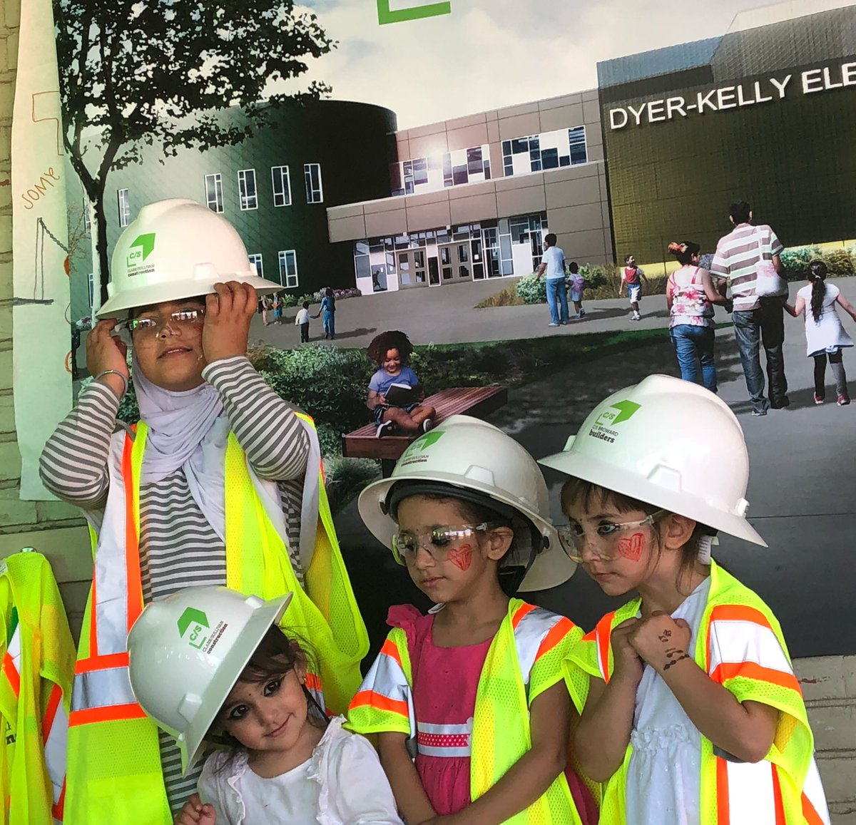 734a88ae2bc31 Our design-build partners  Lionakis and  Clark Sullivan are teaching  Dyer-Kelly Elem students about safety and giving VR tours of their future  campus at ...