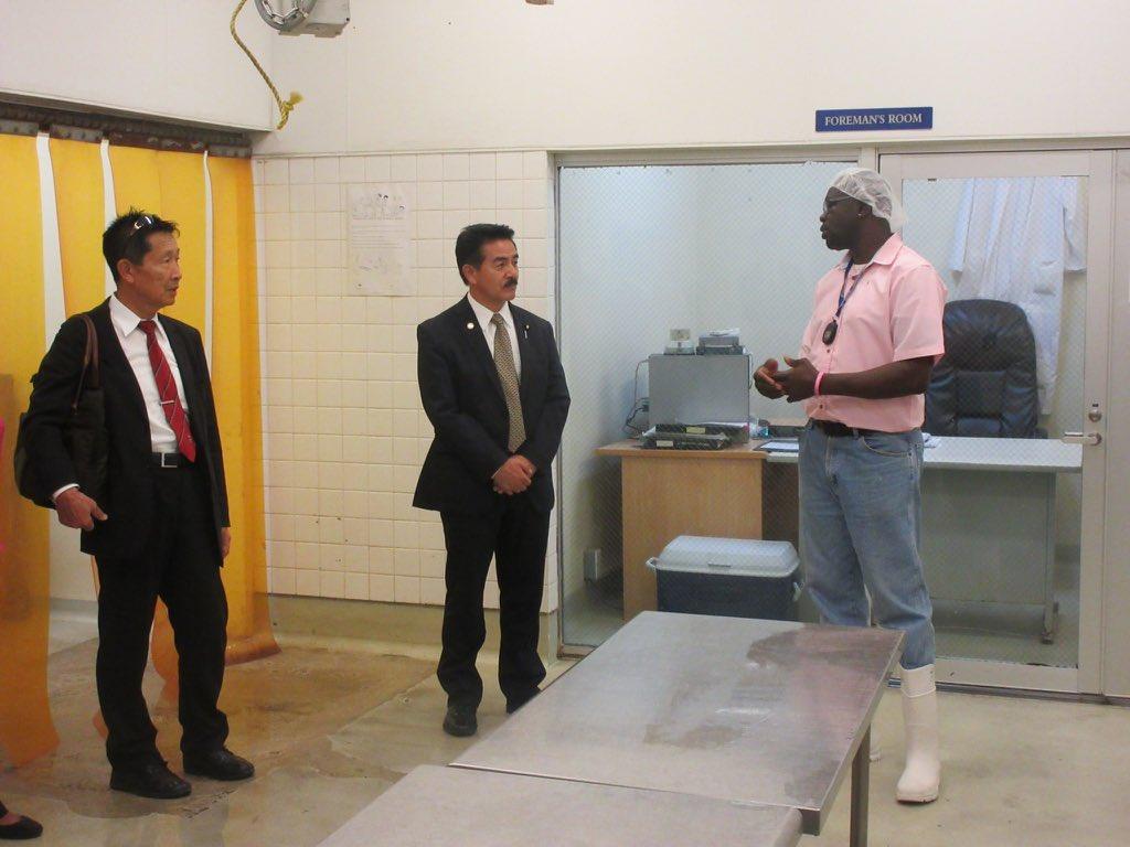 【日本供与の水産施設を視察@アンティグア島】 カリブにおける水産支援は日本の専売特許的支援分野。技術支援を含め高い評価、JICAのアドバイザーは首相代理から個人名が出る程信頼されているが、プロジェクト終了に伴い、帰国。同国政府からは水産物輸出増の為、継続支援要望。継続が国益に叶う