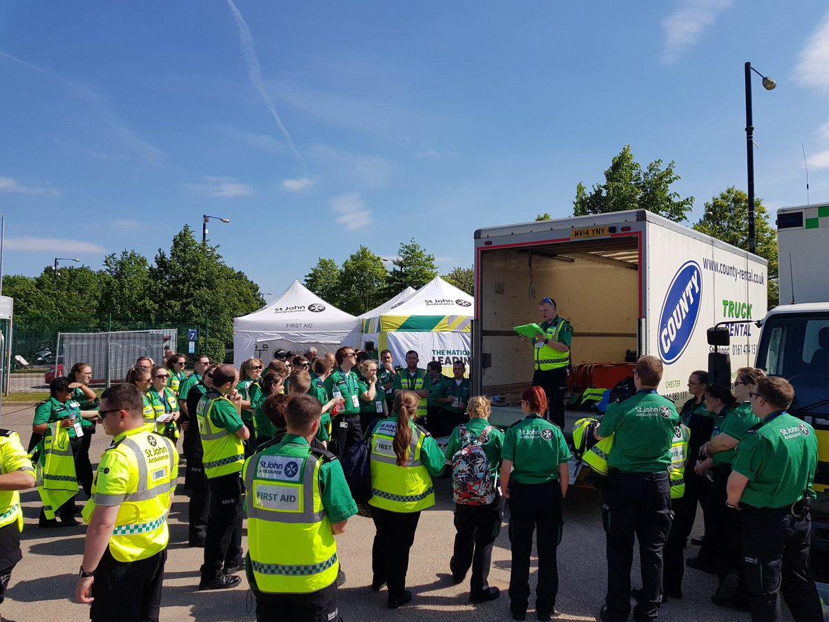 The first aid team are getting a briefing from the Operational Commander @DavidStyles1504 all ready for the first day of @edsheeran @stjohnambulance @SJAVolunteering<br>http://pic.twitter.com/cCcU6O2teL