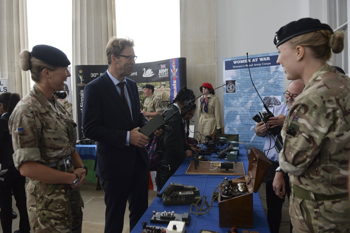 Today, Defence Minister @Tobias_Ellwood attended the @RMASandhurst STEM Careers Showcase where 900 schoolgirls were able to meet with industry partners, listen to inspirational speakers and explore STEM career opportunities #BritishArmy #YearofEngineering #LeadingChange