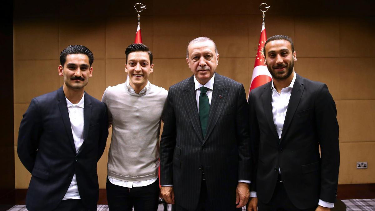 SPD-Mann beleidigt Özil und Gündogan als 'Ziegenficker' https://t.co/9kk0v3Akxc