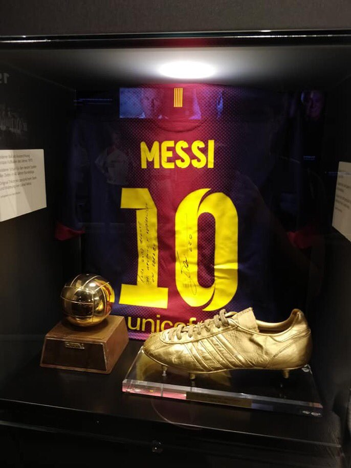 #DidYouKnow |  Lionel Messi has his own section dedicated to him in Bayern&#39;s museum at Allianz Arena. After breaking Gerd Müller&#39;s goal tally for 1 year, Messi sent his dedicated shirt to Müller and it was kept as the only non Bayern piece at Allianz Arena <br>http://pic.twitter.com/huEKfA59Nz
