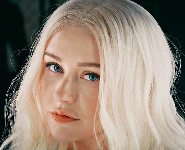 Holy sh... how I love her... she is my #Queen  ... the voice  of my life.   Thanks for everything Christina Aguilera ( @xtina )    https:// youtu.be/3Q2j5ApzSqs  &nbsp;    #XTINADEMIVIDEO #FallinLine #Liberation<br>http://pic.twitter.com/g7i6O6FIgK