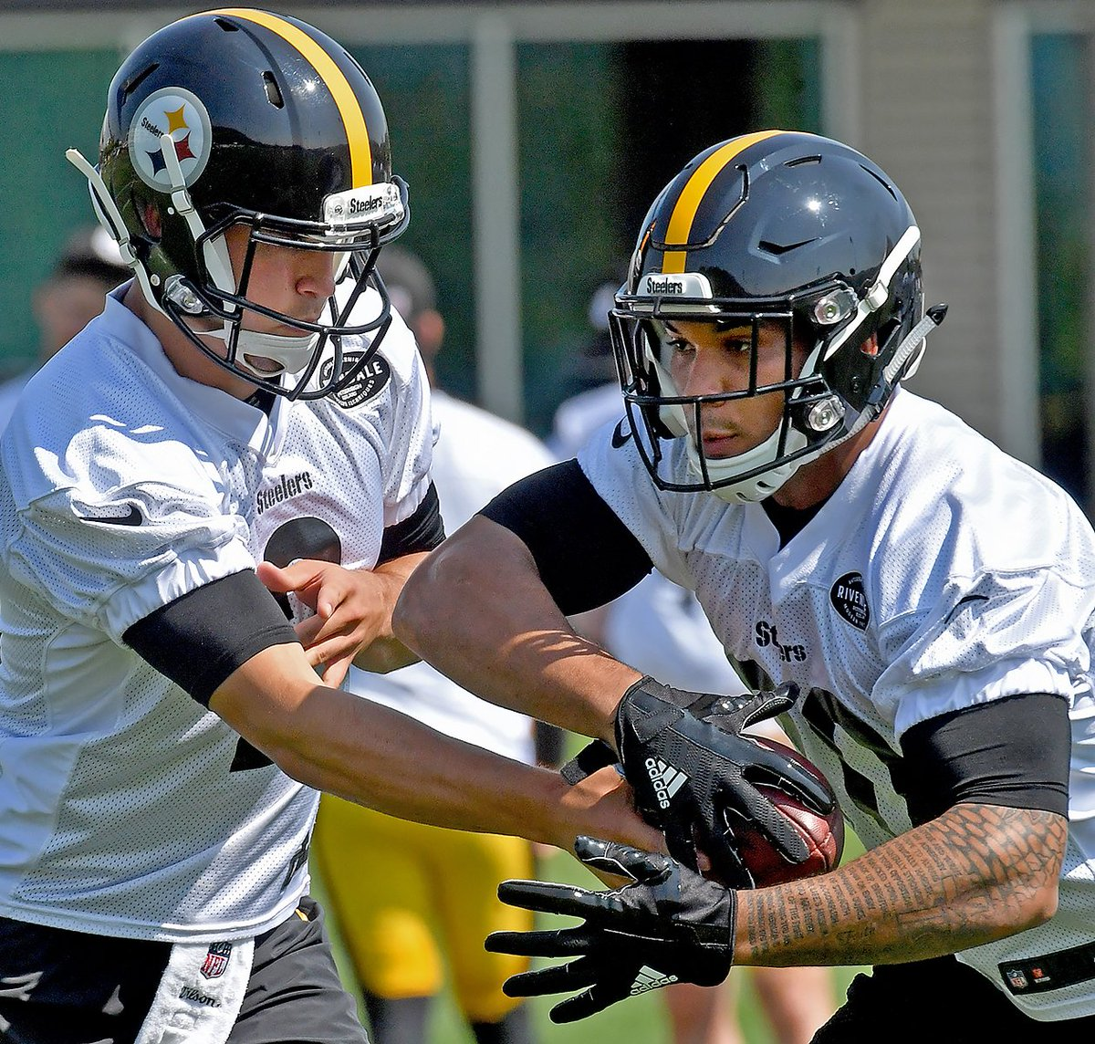 fc102ef3d0c ... Mason Rudolph hands off to running back James Conner during OTAs  Thursday at UPMC Rooney Sports Complex.pic.twitter.com z0P51kbPGN. 9 29 AM  - 24 May ...