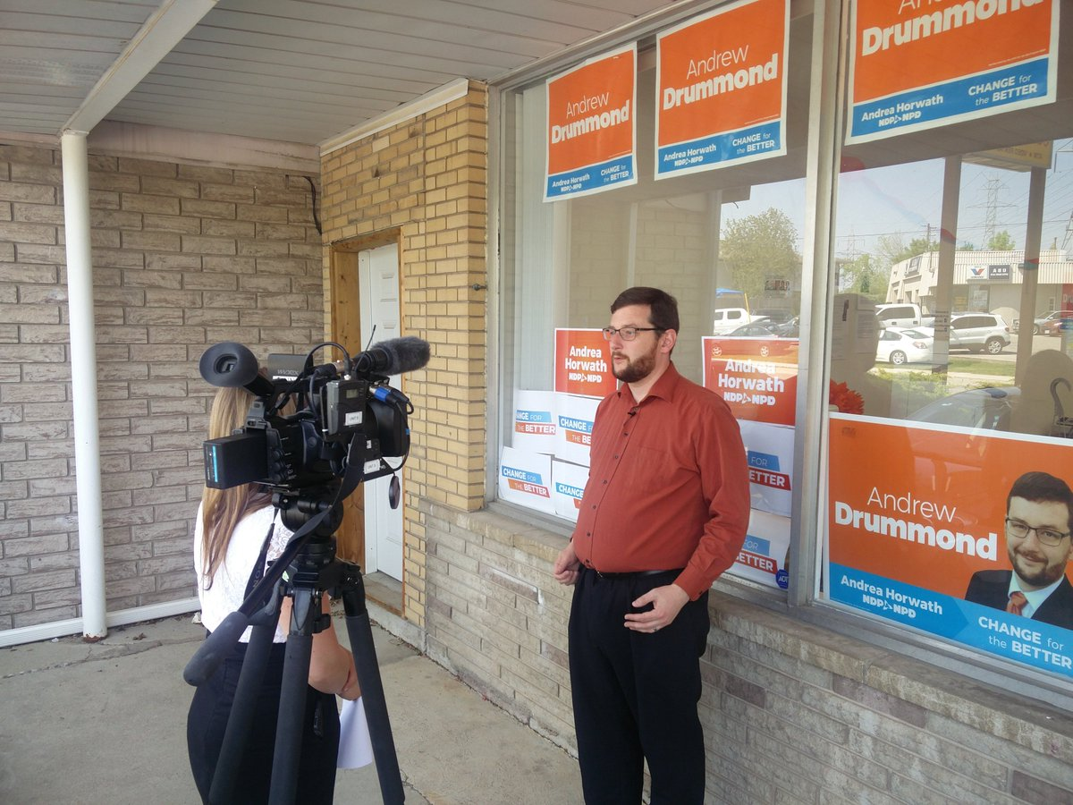 Tune in tonight to @CHCHTV at 6 to see a riding profile for Burlington! You can feel the #momentum in everything today. Even the questions from @dweeks_CHCHnews were premised from knowing that the NDP CAN win this riding. So exciting to be able to be a part of it! #change4better<br>http://pic.twitter.com/j5SzQCafXt