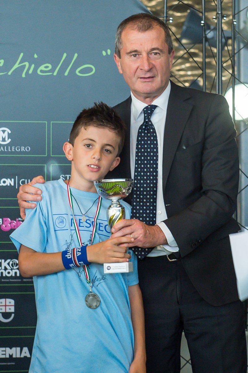 Uc Sampdoria On Twitter Torneoravano Che Spettacolo Il Loncil Direttore Sportivo Osti Premia Alle Finali Https Tco Ux8mxbjkpe
