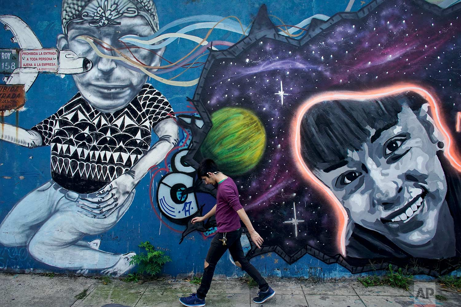 Argentines use murals to search for missing children: https://t.co/b1pX8jQcfv https://t.co/DD1bOmDNSz