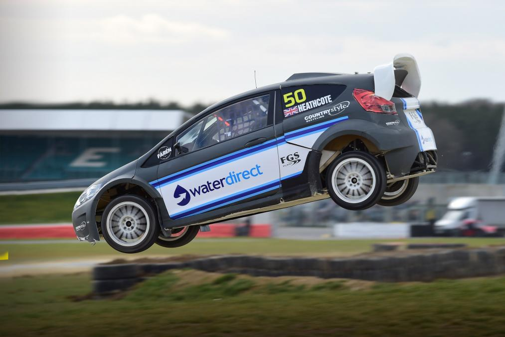The World Rallycross Championship is hitting Silverstone this weekend, so we took to the purpose-built track in #Ford's 310bhp Fiesta RX2 monster… https://t.co/62BAyQYykE