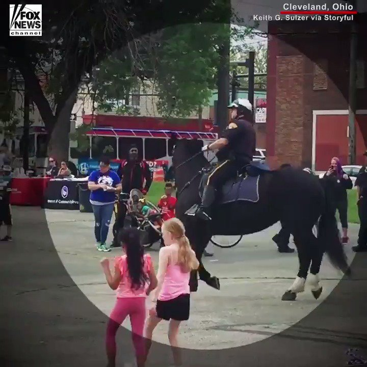 A police officer and his horse showed off their dance moves in Cleveland, Ohio. https://t.co/cI9TdCa9va