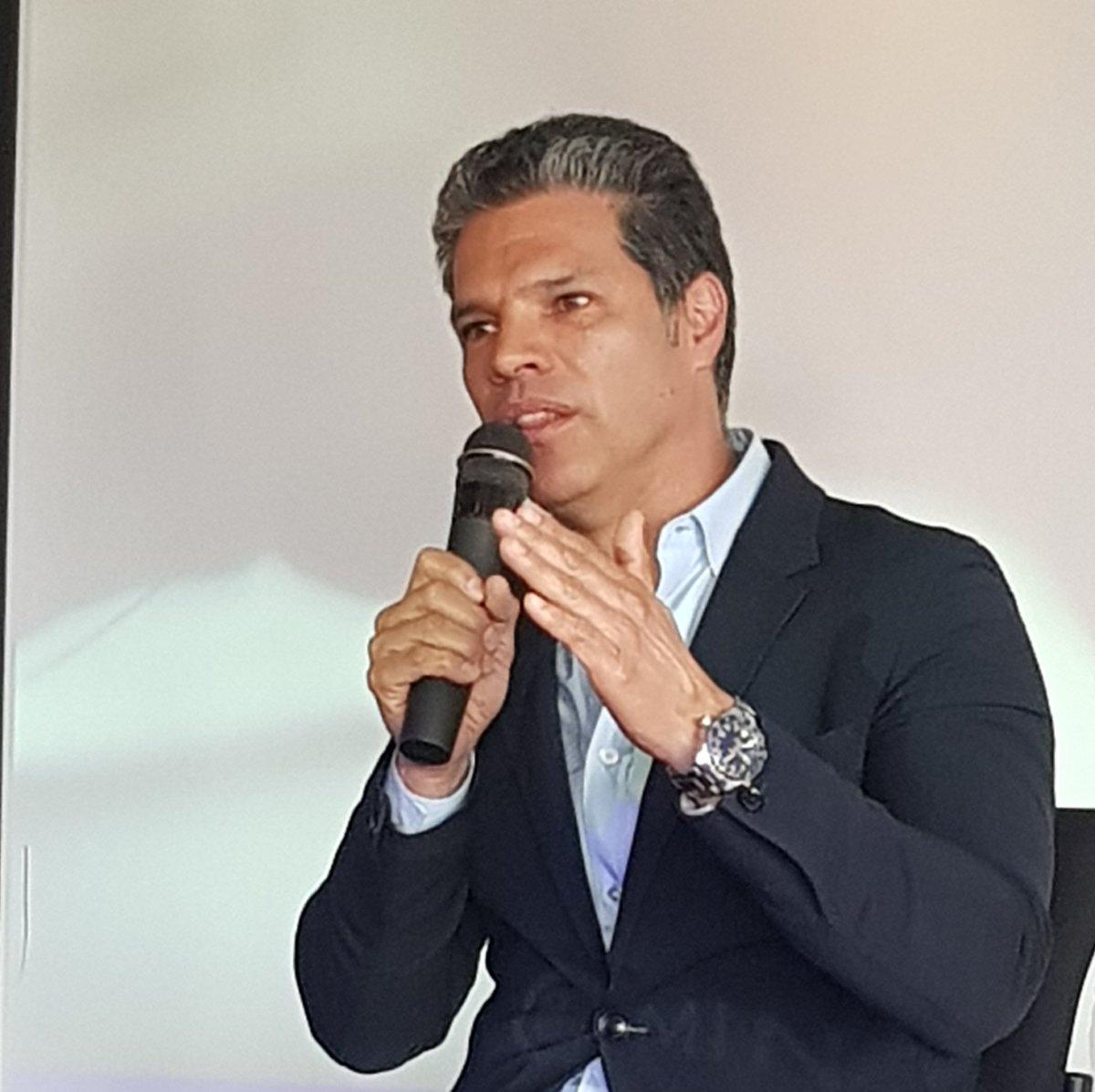 """""""En Colombia somos por naturaleza emprendedores, hay que estar alertas para ver esa oportunidad y sobre todo, tener constancia y disciplina"""": Eduardo Olea de @TuBoletaNews #EmprendeConDatos https://t.co/NmhDGf0zf9"""