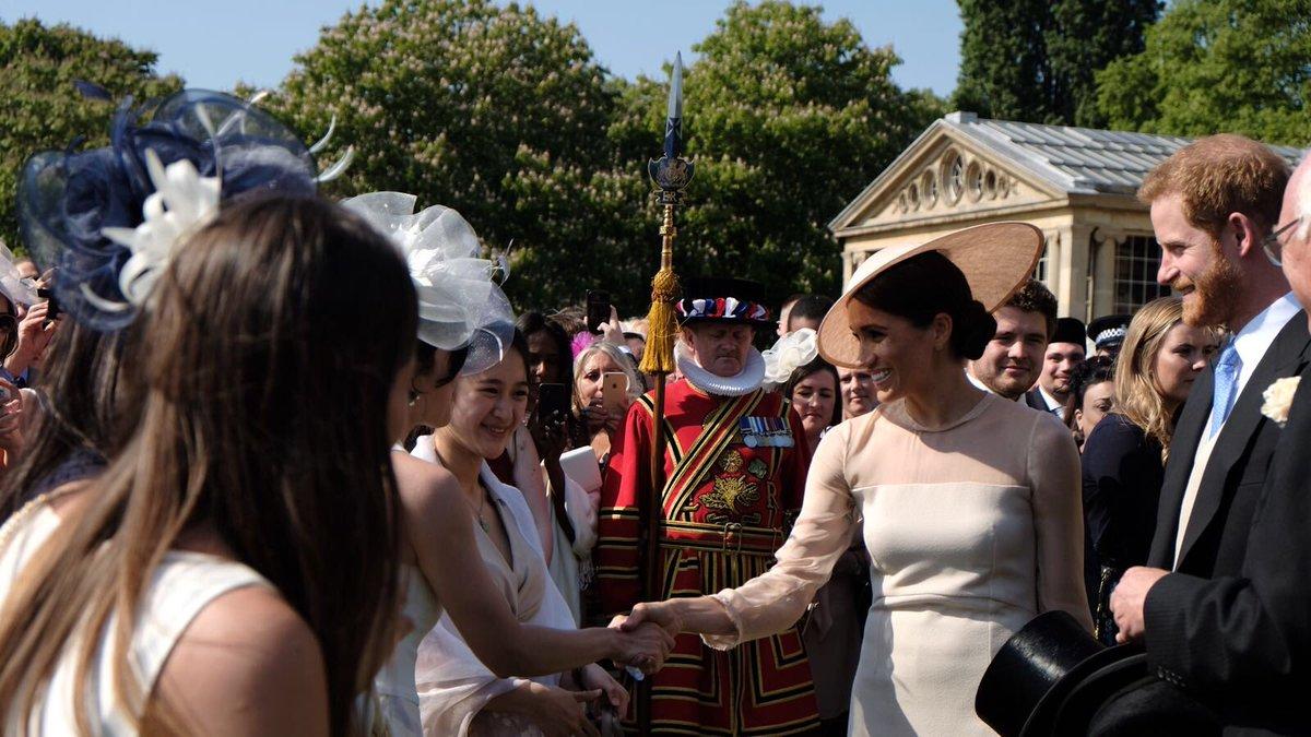 Садовая вечеринка в Букингемском дворце