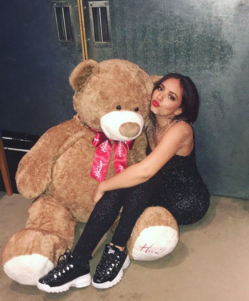 RT @MTV: Your daily dose of cute ft. @LittleMix's Jade Thirlwall 🐻 https://t.co/GZyd8xCbS7