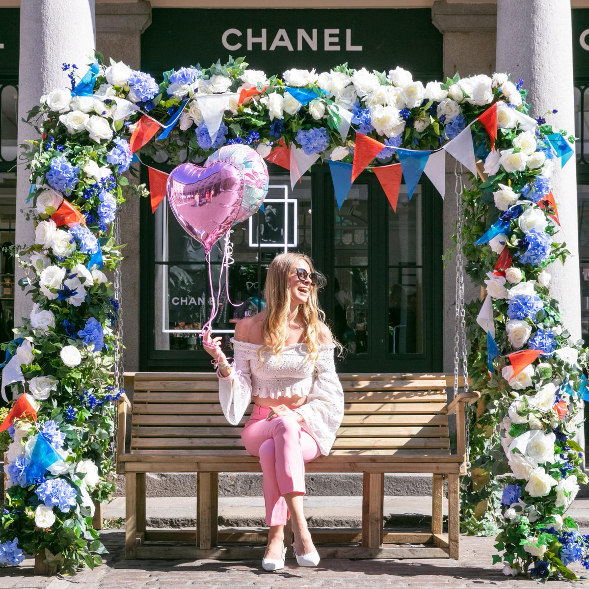 Coventgarden Insider On Twitter Whotravels And Ablondeflamingo Swung Into The Weekend Our Royalwedding Themed Fl Swing