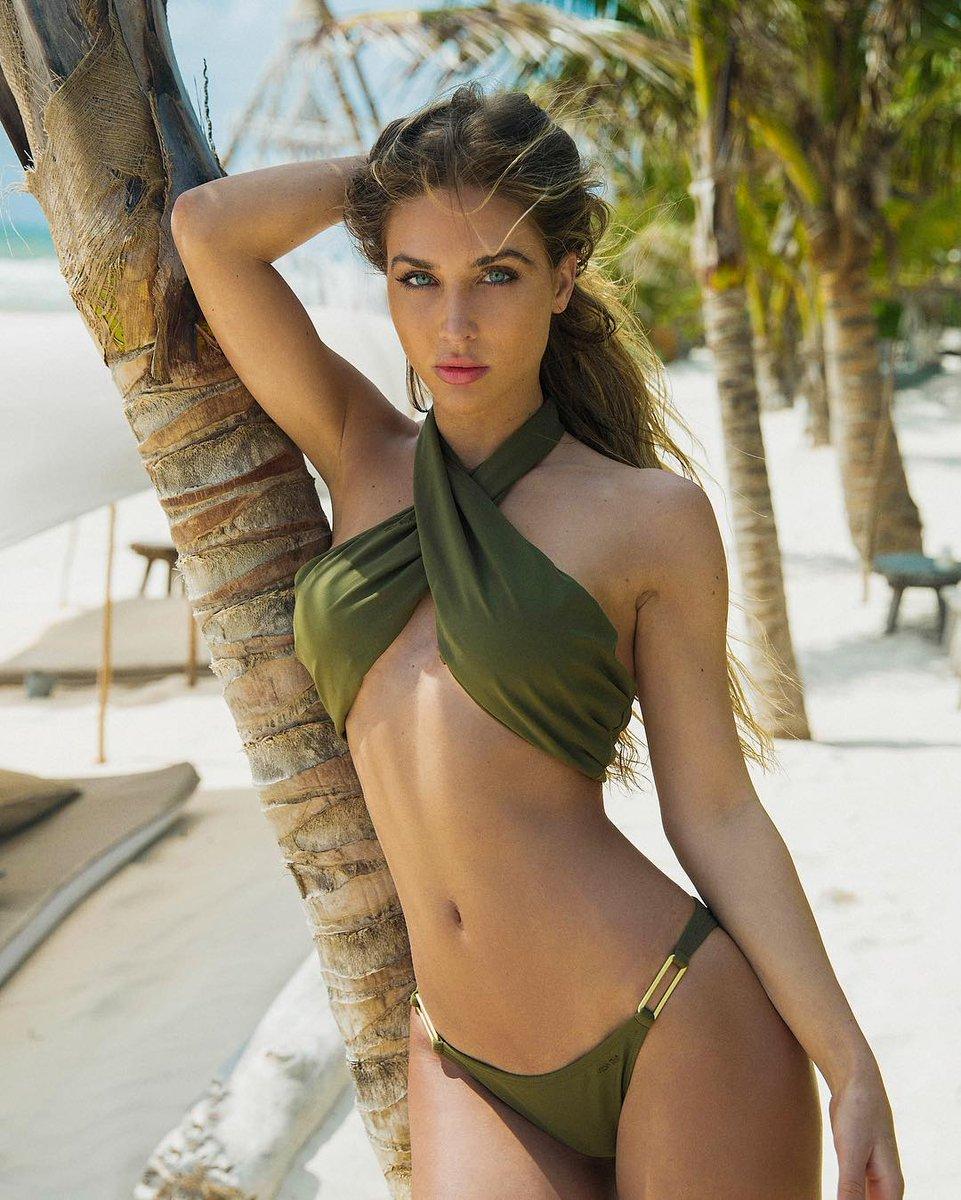 Le Topic des plus belles femmes au monde - Page 16 Dd0ZMtOV4AItZjp