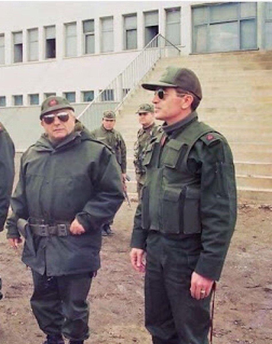 """Onurlu Devlet en Twitter: """"Amerikalı Generalin ben onunla aynı tatbikata  katılmam. O bizim kafamıza sıkar deyip korktuğu; Namı değer Tamburalı,  Hasan Kundakçı Paşa ve, Askerlerine leş toplatmayan; Efsane Komutan  Tuğgeneral Osman Pamukoğlu"""