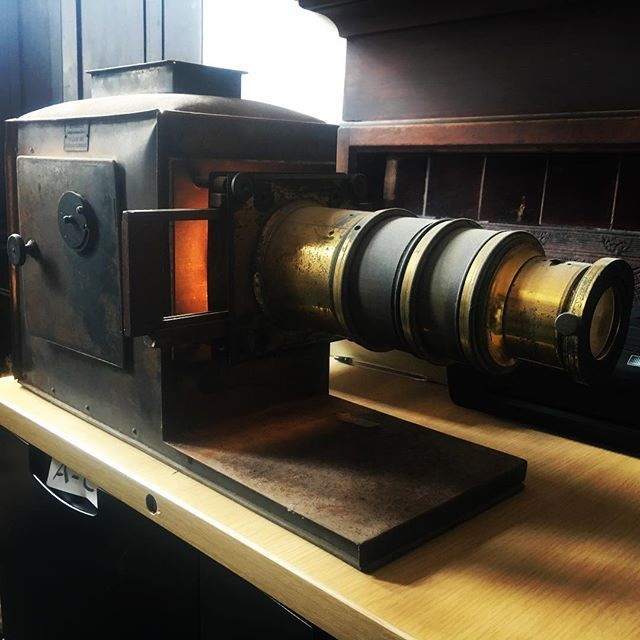 what an extraordinary find! project coming soon! #hanoverbrighton #magiclantern #hipster #steampunk #brighton #churchofengland https://t.co/8XR0wF2IPM