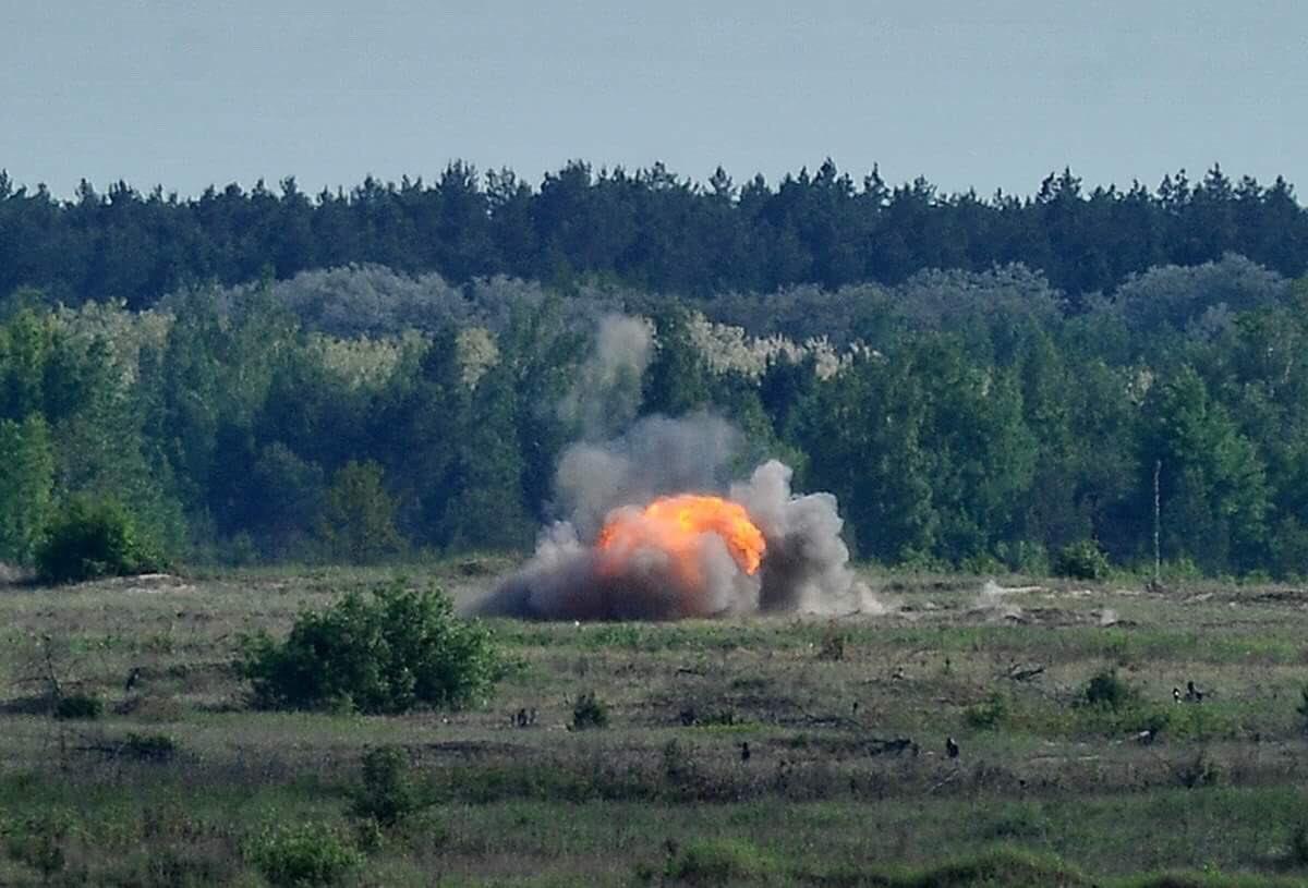 امريكا توافق على تزويد اوكرانيا بصواريخ مضادة للدبابات.  Dd0o0I3V4AA4gzx